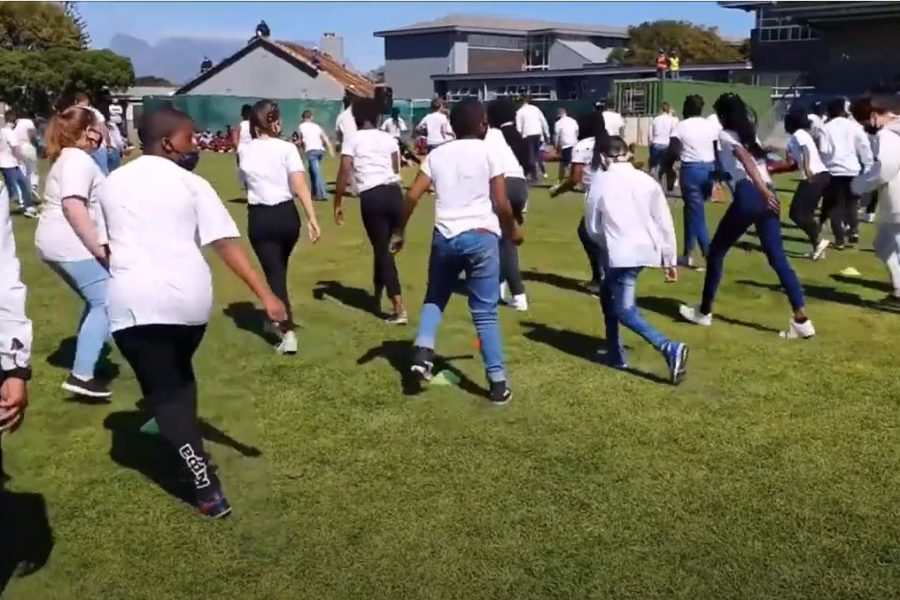 Watch: Table View Primary learners celebrate their 'superhero' Principal by doing the #Jerusalema challenge